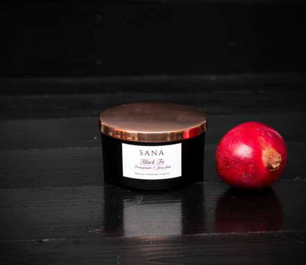 lumanare parfumata premium cu 3 fitile cu rodie pruna si piele