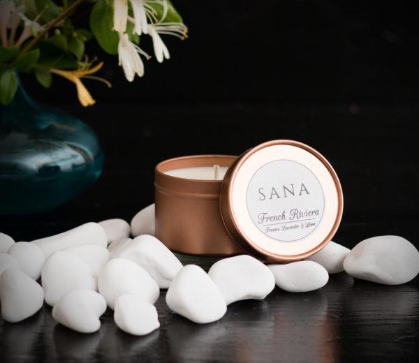 lumanare parfumata premium cu frezii si lavanda in cutie metalica mica