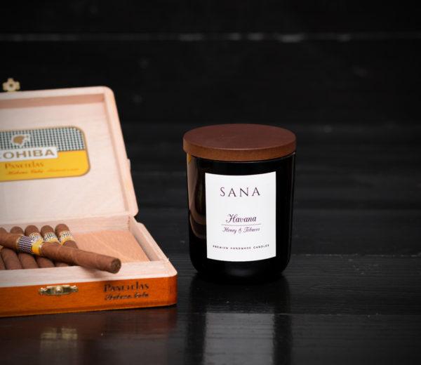 lumanare parfumata premium tabac cu miere in sticla 20 cl
